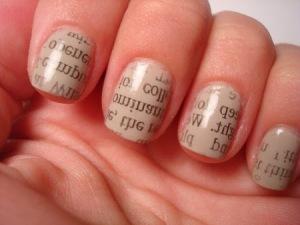 carimbo de jornal nails